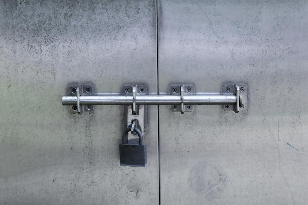 Mieterseitiger Einbau eines Türstangenschlosses – Beseitigungsanspruch des Vermieters