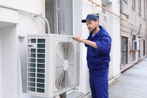 WEG - an Fassade befestigtes Klimagerät im Eingangsbereich eines Ladens zulässig?